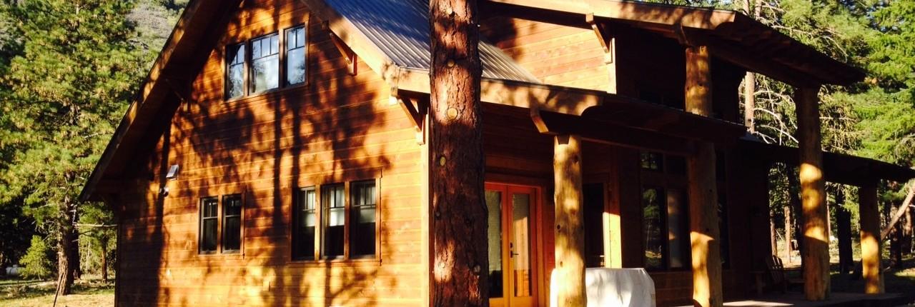 Porch of modern style Cabin Mazama